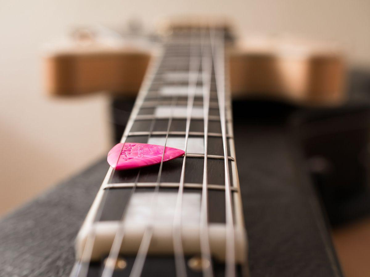 guitar-1081613
